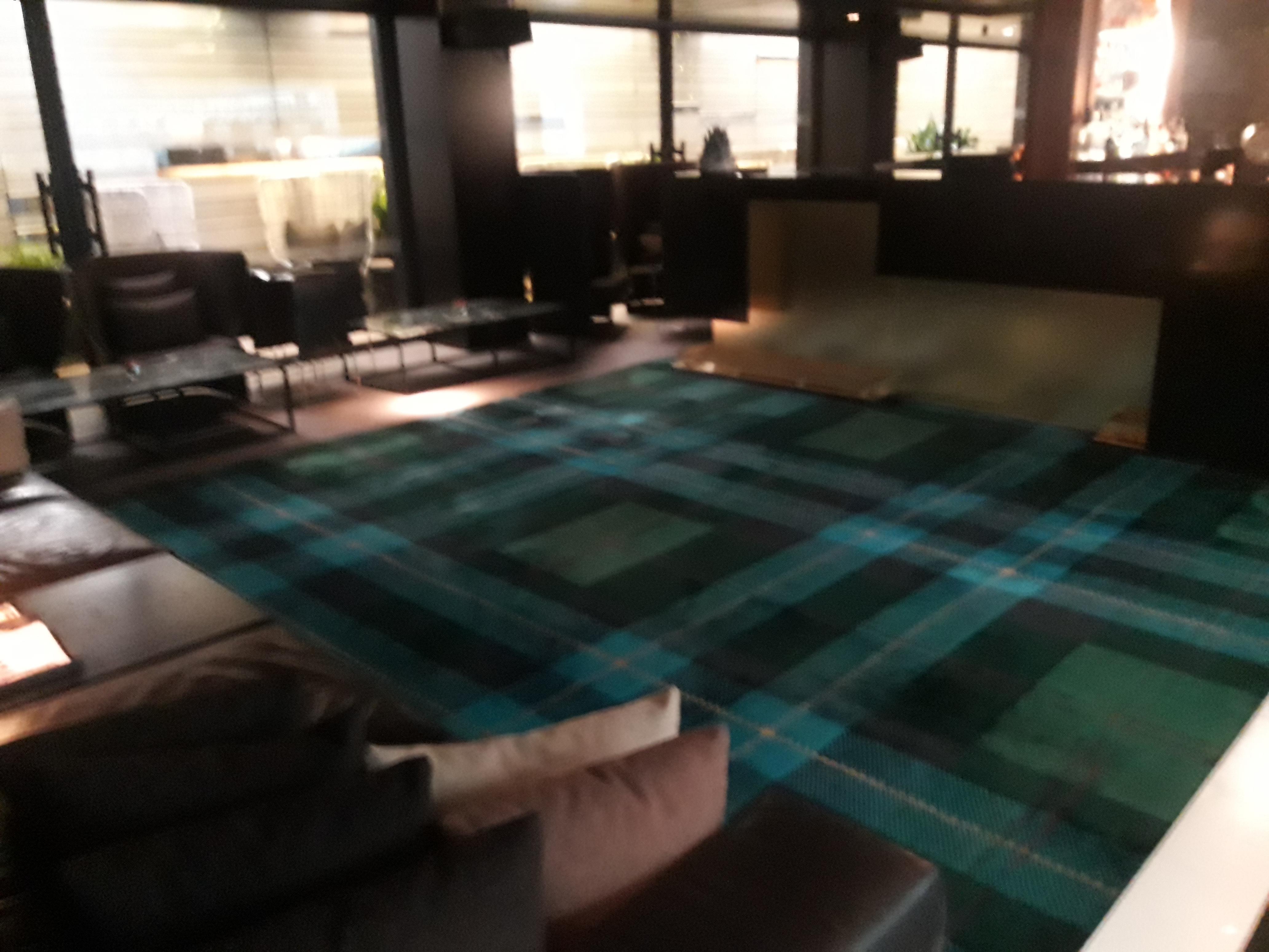 Limpieza de tapicería de sofá y alfombra en Barcelona a domicilio