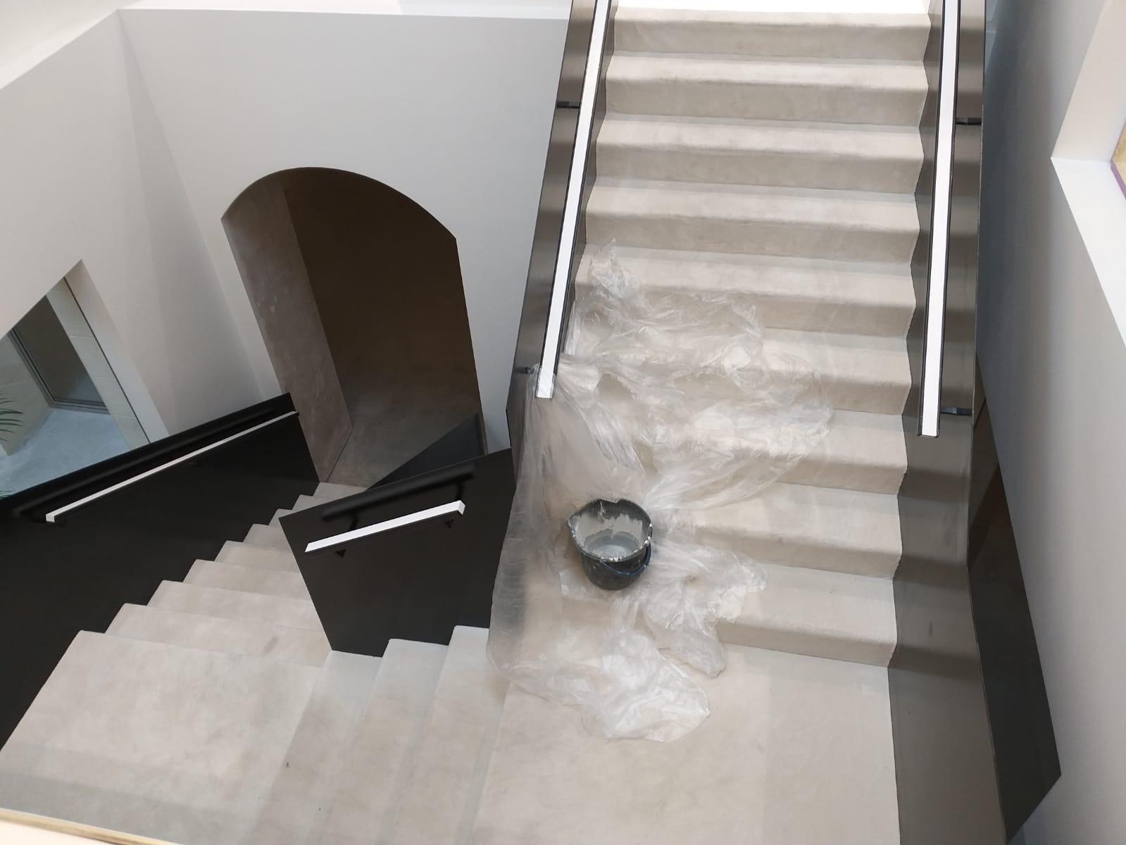 Limpieza de moquetas y escaleras en restaurante ruso en Barcelona