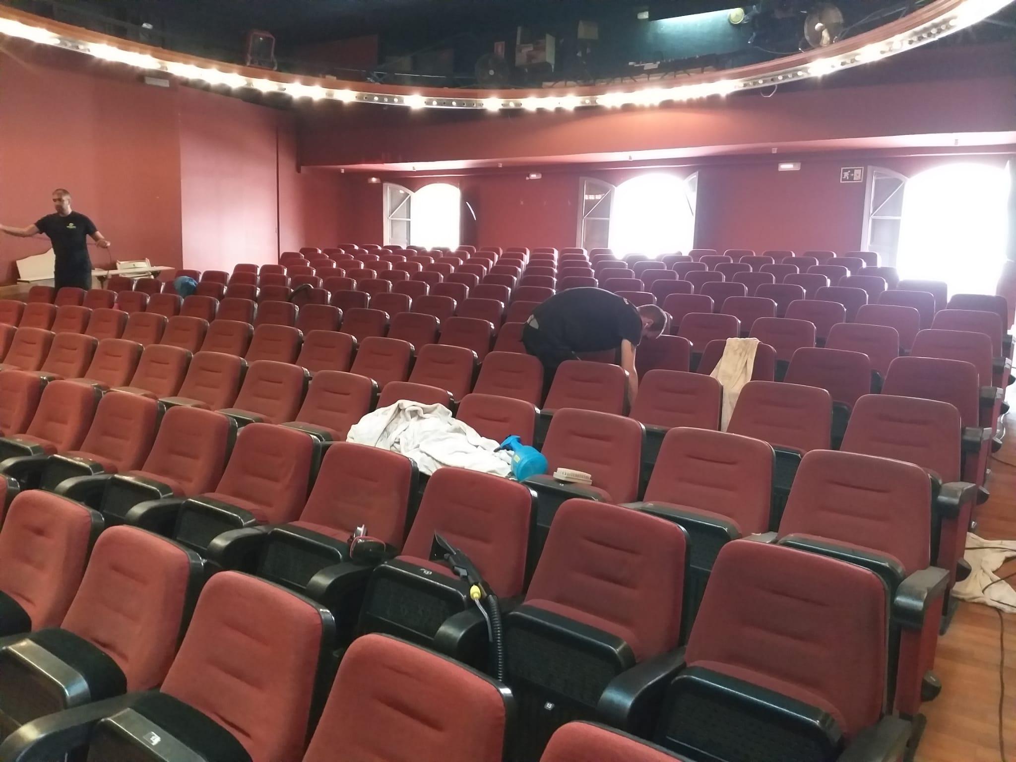 Limpieza de butacas de cines, teatros o embarcaciones