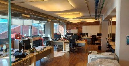 Recogida, limpieza e instalación de paneles de techo en Barcelona